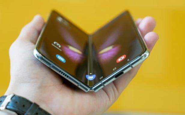 苹果计划继续与三星合作,为iPhone提供可折叠OLED显示器